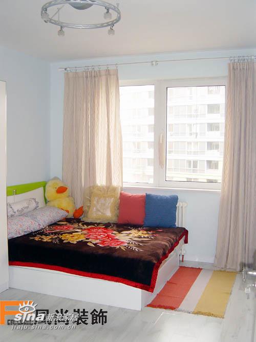 小卧室的床