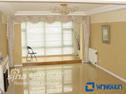 碎花的窗帘维客厅更添加了几分温馨