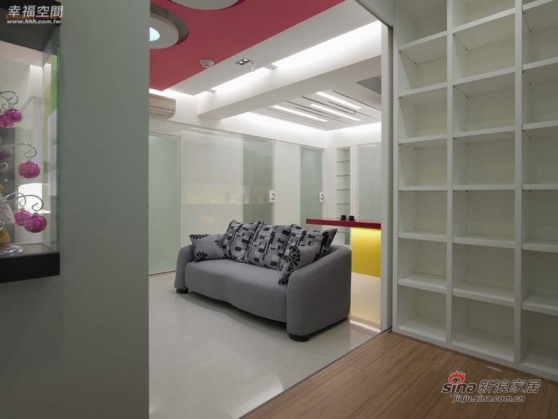 简约 二居 客厅图片来自幸福空间在79平色彩明艳的现代简约2居室40的分享