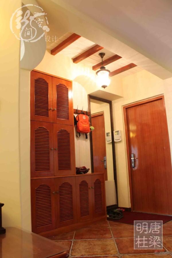 门厅现场木作装饰鞋柜