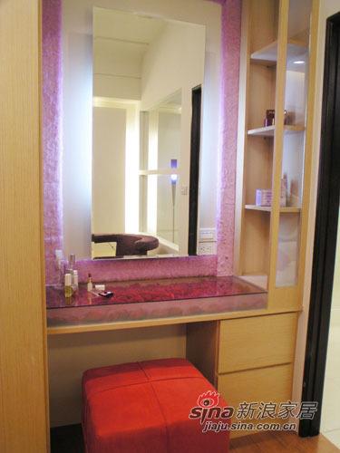 简约 一居 客厅图片来自用户2559456651在热情如火 新婚夫妻52平浪漫玫瑰宅10的分享