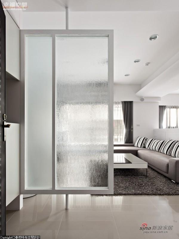 玄关屏风的瀑布玻璃,具特殊折射光线的视觉