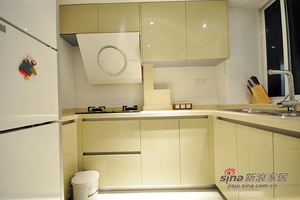 简约 三居 厨房图片来自用户2557979841在10万元打造山语城现代简约居(多图)85的分享