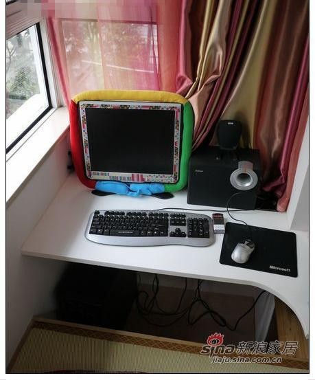 榻榻米前的电脑桌