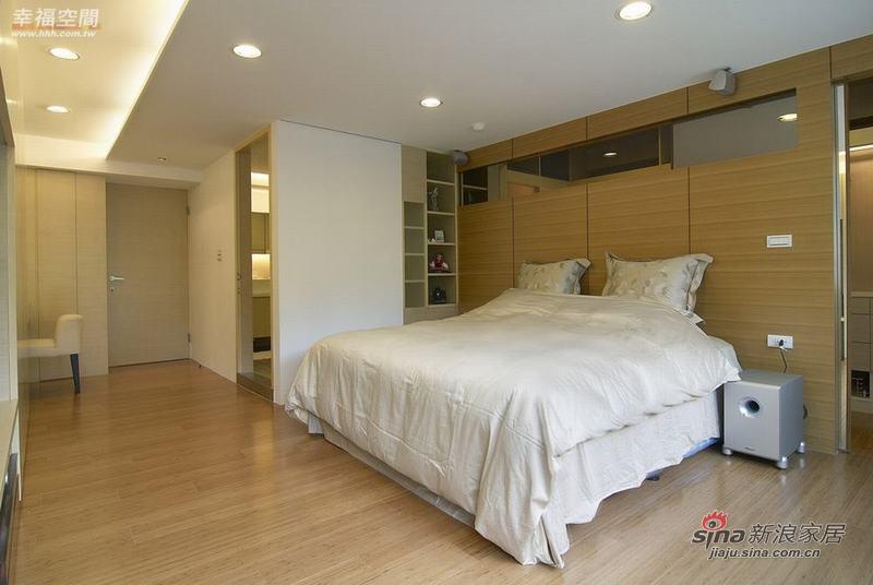 简约 三居 卧室图片来自幸福空间在132平简约不简单的现代时尚3居57的分享