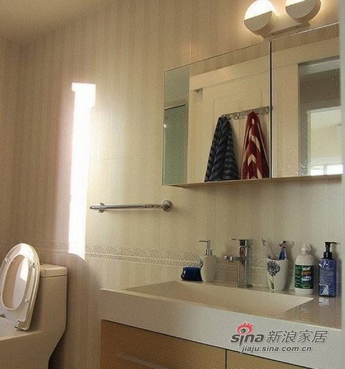 美式 二居 卫生间图片来自用户1907686233在小夫妻60平美式简约两居室11的分享