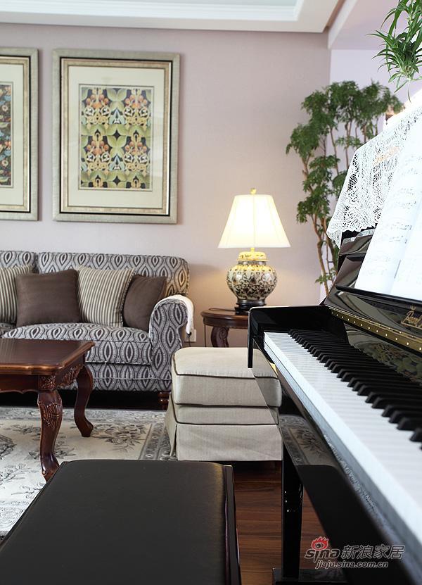 欧式 二居 客厅图片来自用户2757317061在5.6万三口之家简欧温馨2居61的分享