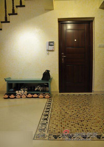 中式 三居 客厅图片来自用户1907658205在135平东南亚与中国风奇妙混搭99的分享