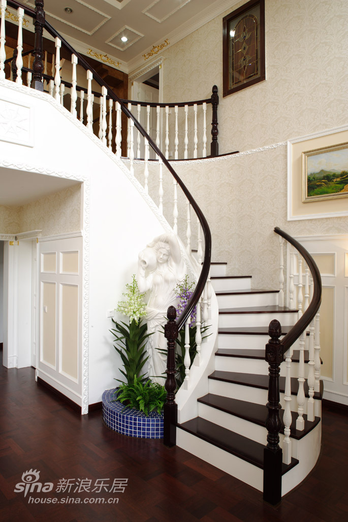 欧式 三居 楼梯图片来自用户2772873991在凡尔赛宫的奢华21的分享