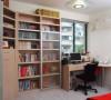 书房里的书放满了层架