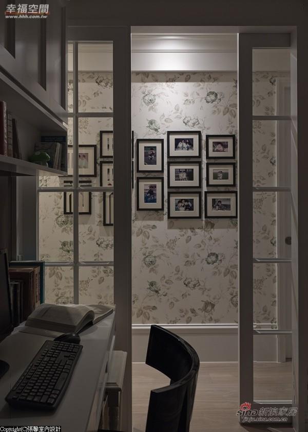 8.书房望向相片墙-张馨设计将家人的生活