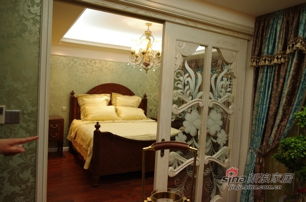 欧式 三居 卧室图片来自用户2757317061在8万120平欧式典雅品味3居91的分享