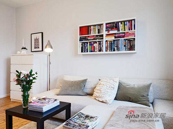 会客区。舒适的布艺沙发,简单的落地灯。