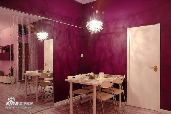 特别的餐厅,次卧门是自己设计和安装的,全国只此一家。:)