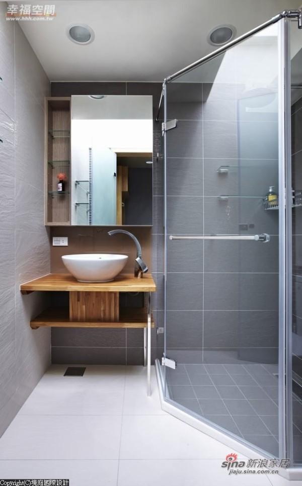 小儿子房的浴室,在淋浴区保留天窗条件