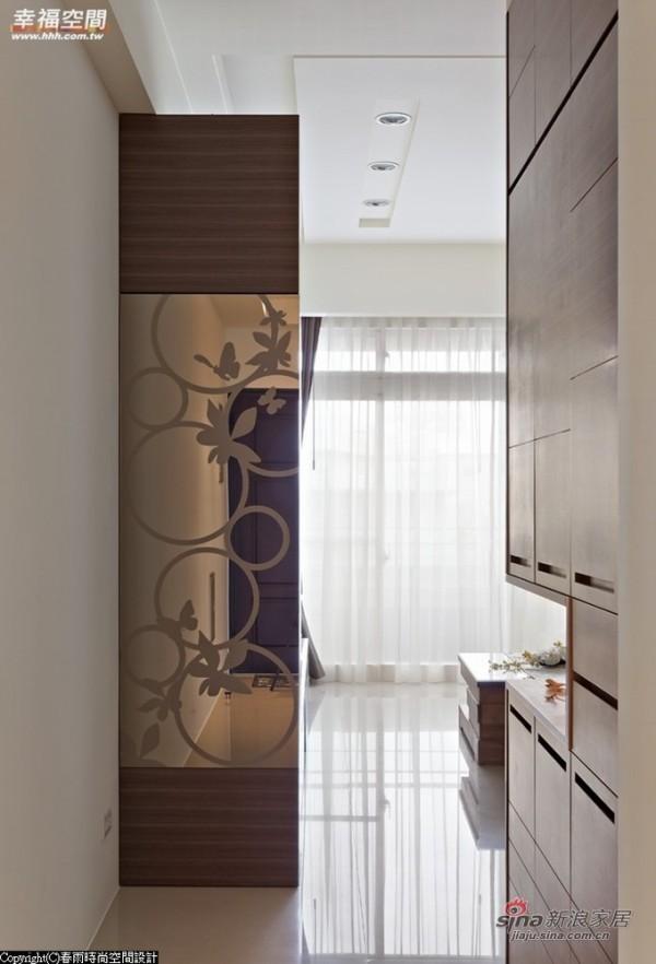 狭长型的玄关-运用墙边作出双面柜