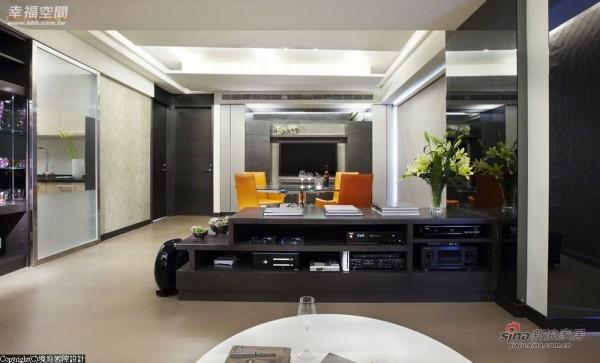 营造出整体宽敞度,客厅不同于一般电视墙面