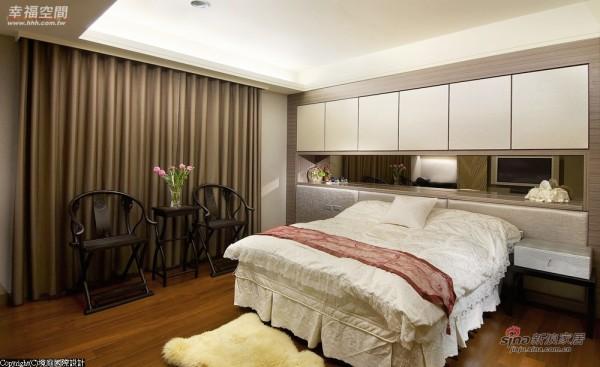 长辈房的床头柜设计亦采内嵌式框架呈现