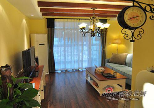 客厅的吊顶选用实木的横梁装饰