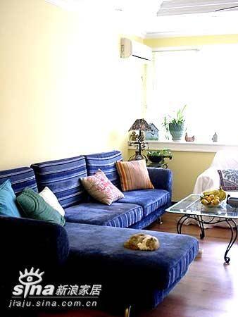 这样的沙发可坐可卧 看着就舒服 很多家具店可以买到