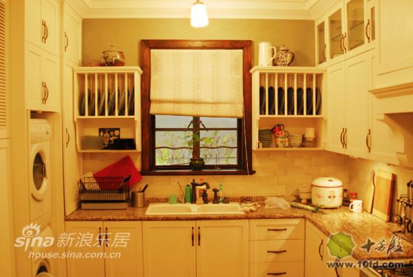 厨房的设计采用了更多西洋元素