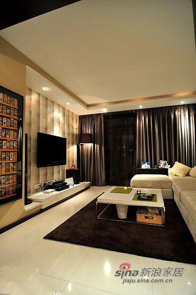 进门正对客厅,左手边是厨房和餐厅,四个卧室配置标准,空间比较合适,客厅和次卧都是落地窗,非常漂亮。