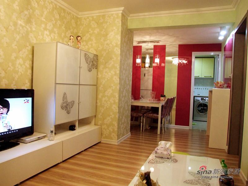简约 二居 客厅图片来自用户2737759857在3.6万翻新67平米现代简约两居14的分享