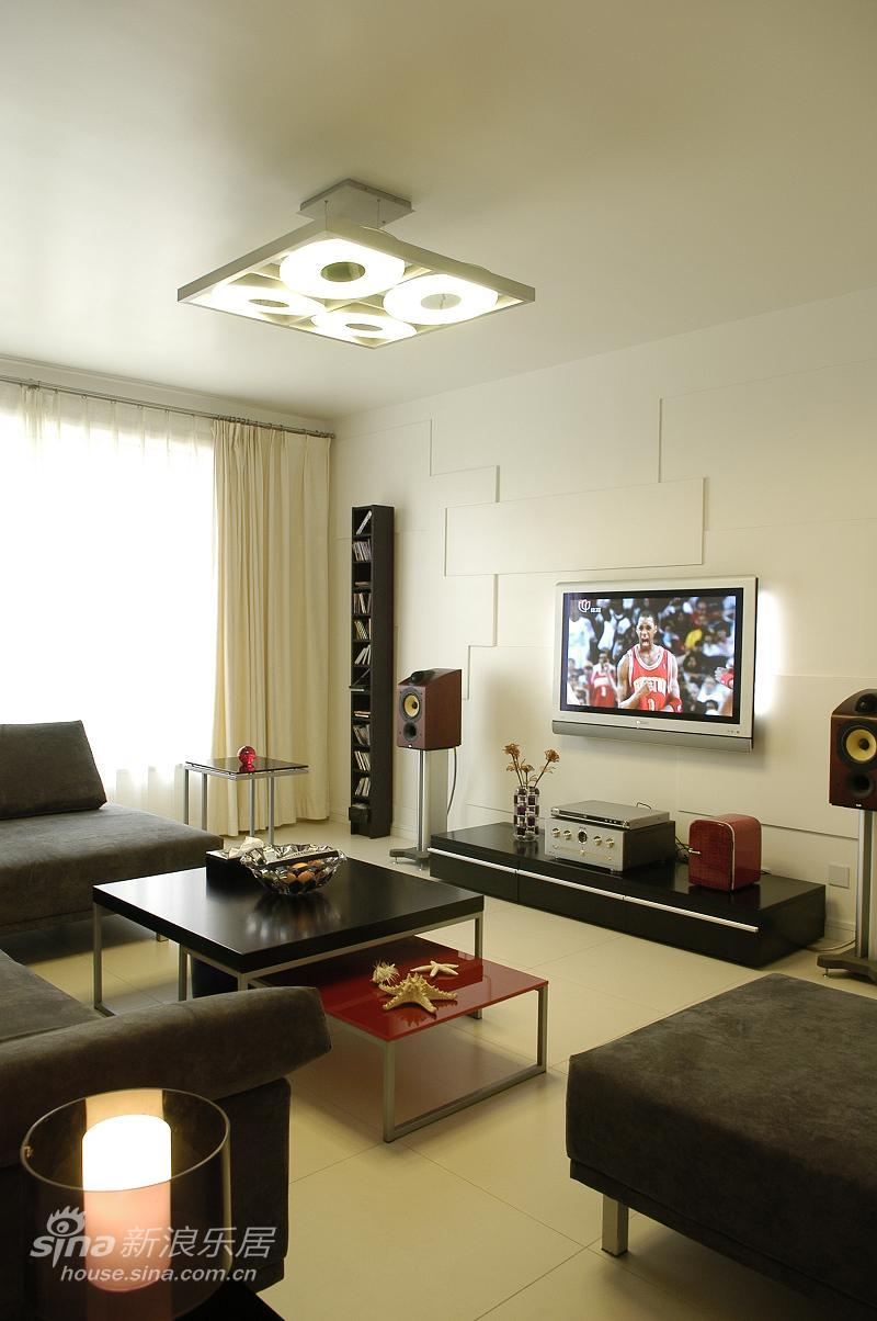 简约 二居 客厅图片来自用户2559456651在经典简约风格 新婚爱巢62的分享