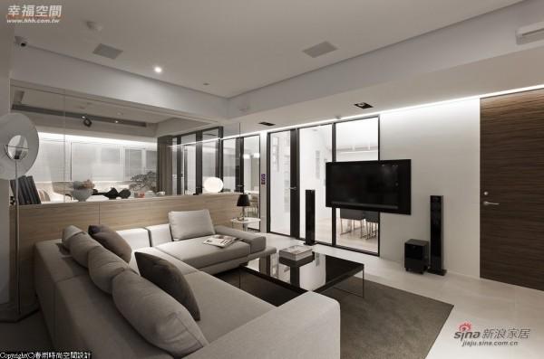 玻璃的壁面也可以利用铁件装设壁挂电视