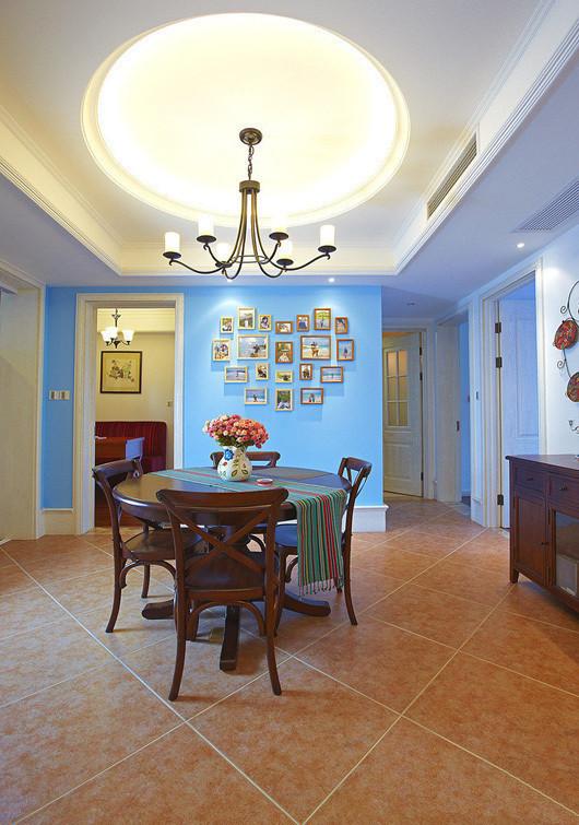 整个屋子里面最满意的地方就是这面照片墙 不仅看上去清新亮目 也