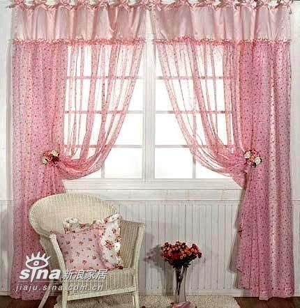 对于喜欢可爱风格的女孩子来说,粉红粉红的窗帘是创造梦幻式房间不可缺少的东西