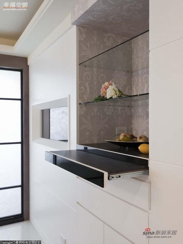 加以抽拉柜让屋主在未来使用上更富有弹性