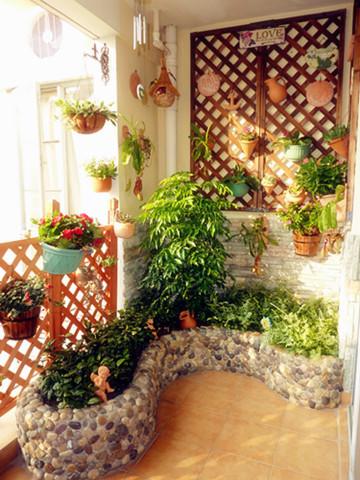 这个阳台,谁会不爱呢,不过是我的话,下面小石头里面,我不会种大棵植物,我会养鱼和水草,想起来就觉得美好