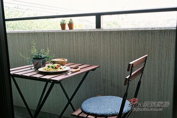 简约 公寓 阳台图片来自用户2737950087在20平的日系简约家居86的分享