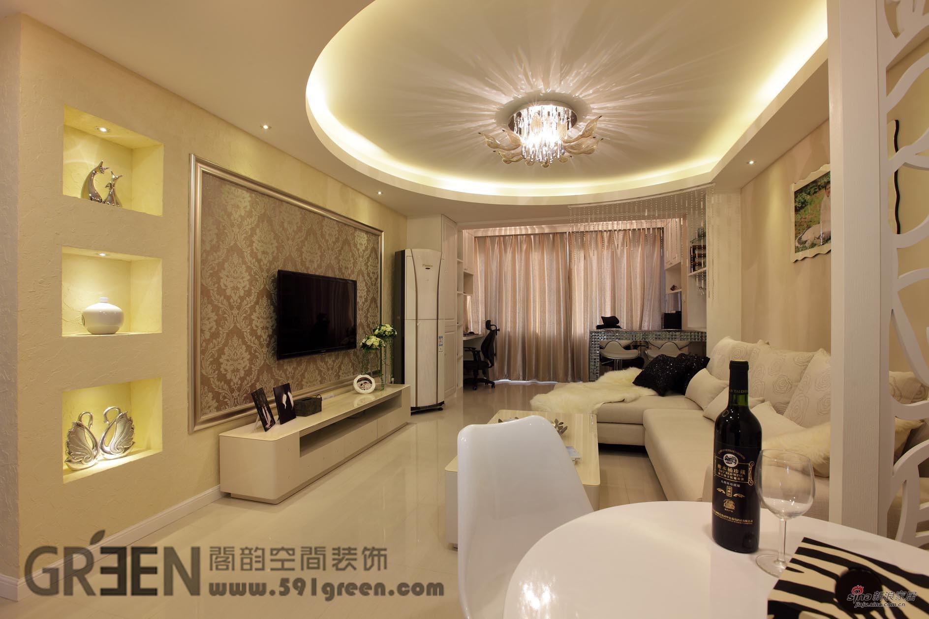 简约 二居 客厅图片来自阁韵空间装饰在【高清】神奇!82平柔风异彩美居55的分享
