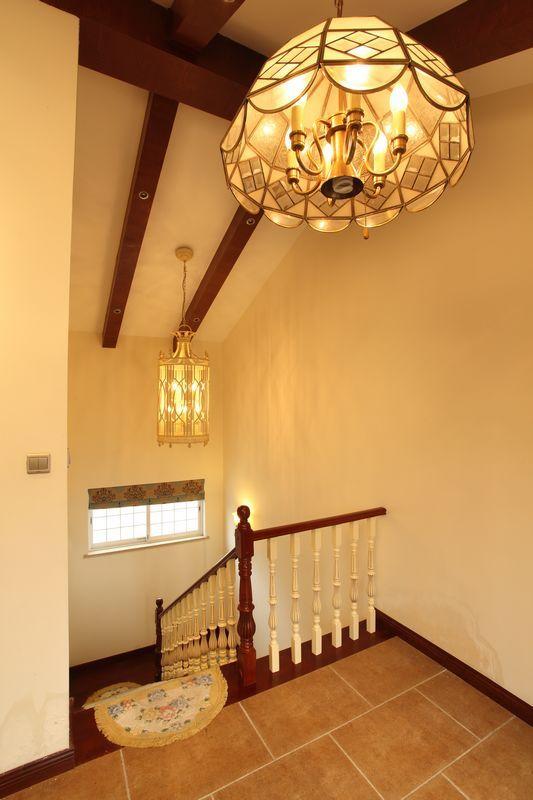 欧式 复式 楼梯图片来自用户2557013183在330平米美式乡村风格舞者之家-赛洛公馆41的分享