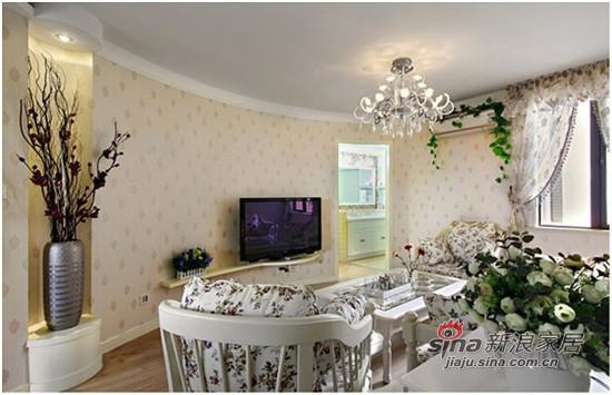 弧形的造型让客厅从视觉上感觉开阔了不少