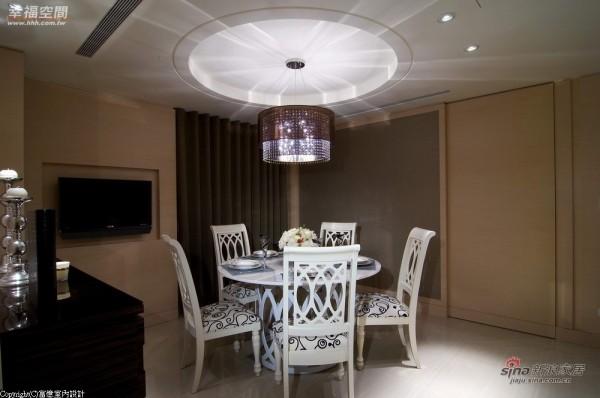 餐厅以圆形天花的造型为主