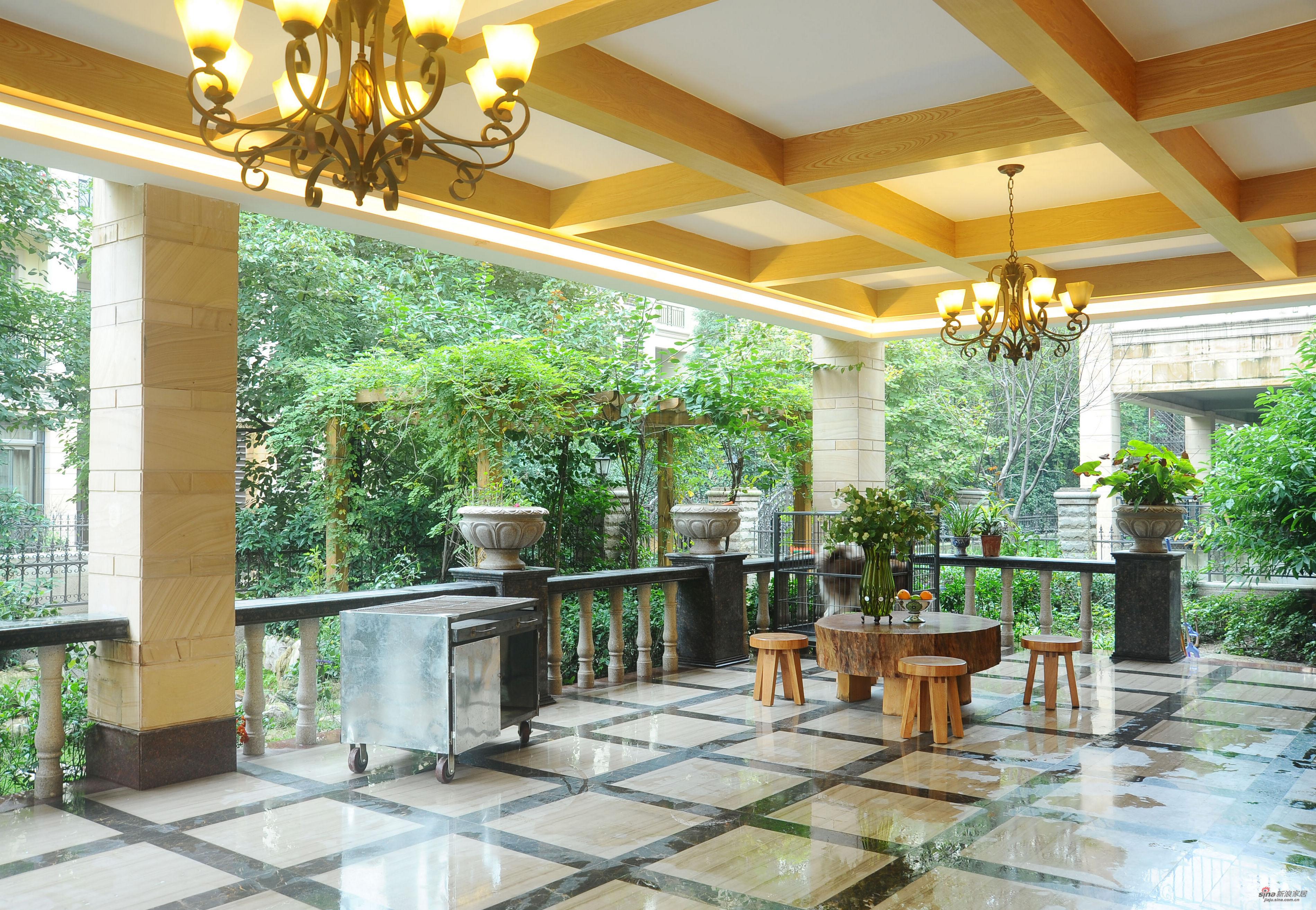 欧式 别墅 阳台图片来自用户2746953981在【高清】欧式风格奢华设计399平米大豪宅29的分享