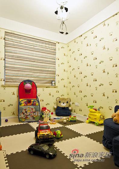 儿童房用了小碎花墙纸,暖暖的浅黄色调,温馨雅致。