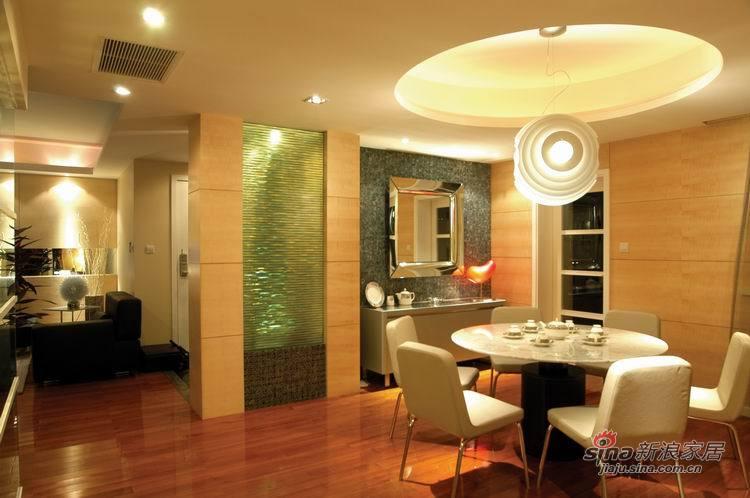 中式 三居 餐厅图片来自用户1907662981在新婚夫妻新中式沉稳大气宅42的分享