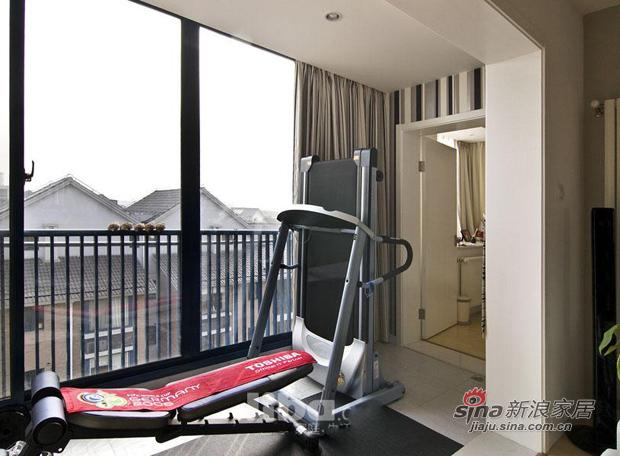 简约 三居 阳台图片来自用户2738829145在巧用103平现代三房装别墅范儿81的分享