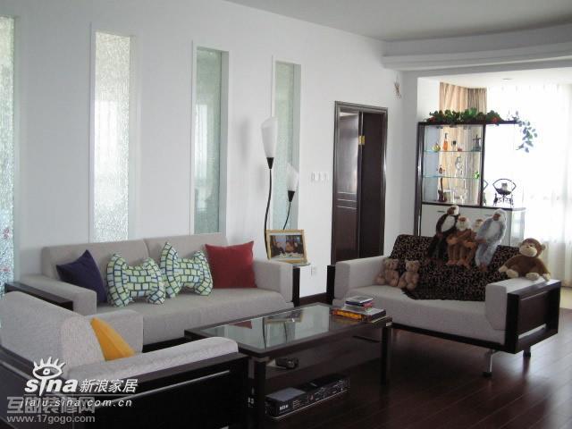 简约 一居 客厅图片来自用户2556216825在出奇制胜的沙发背景墙13的分享