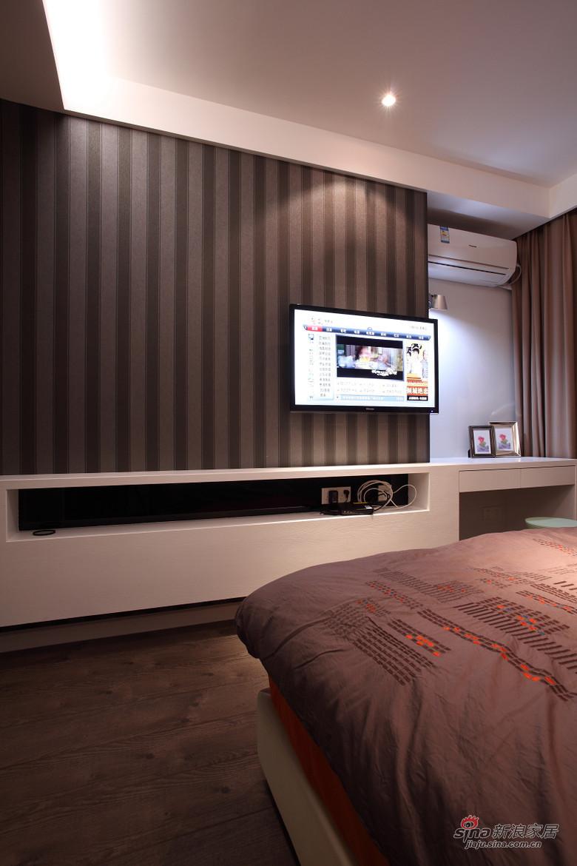 现代 二居 卧室图片来自装修微日记在【高清】小夫妻94平现代时尚前卫居68的分享