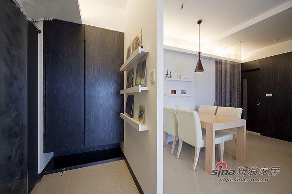 简约 三居 玄关图片来自用户2737786973在4.8万95平厅时尚简约3房2厅15的分享