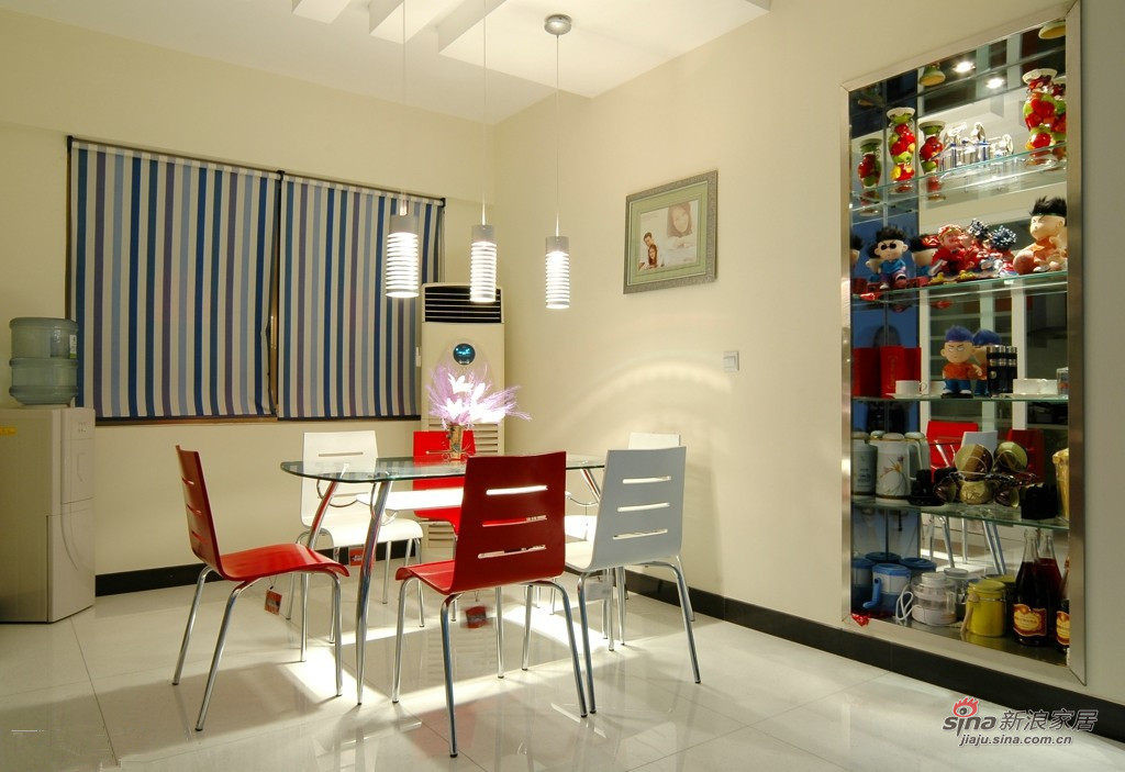 现代 二居 餐厅图片来自装修微日记在【高清】白领夫妻90平时尚炫彩婚房19的分享