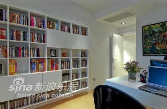 简约 三居 书房图片来自用户2738845145在玲珑雅透33的分享