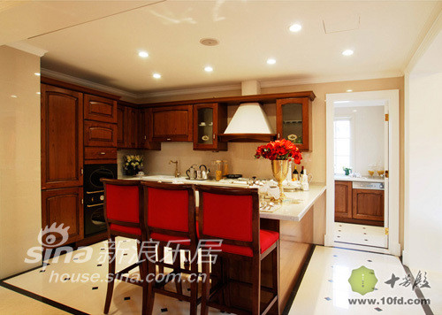 厨房被巧妙得分割成二部分