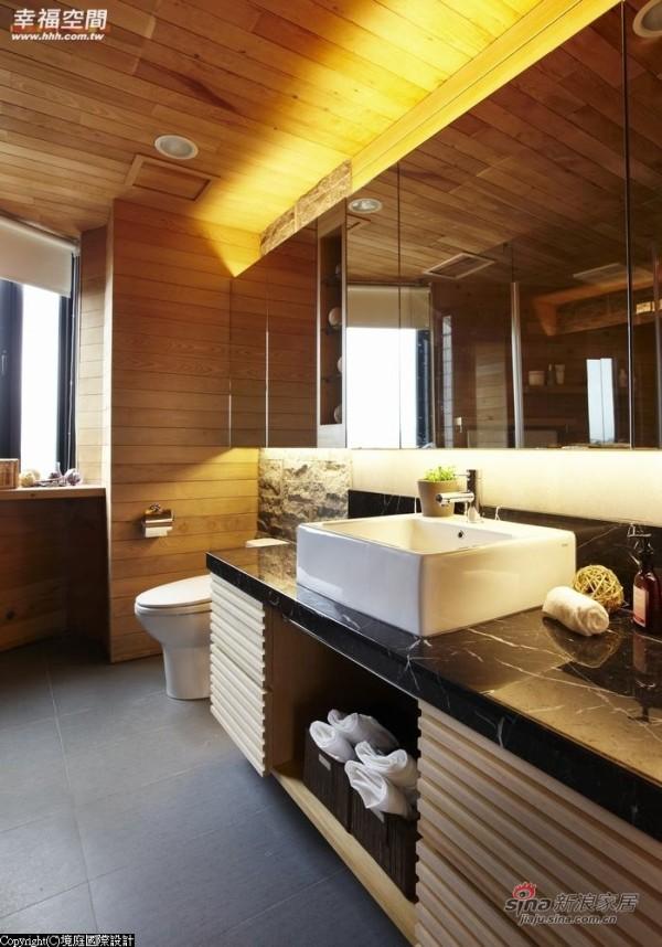洗手台上镜柜的置入,让空间更富实用