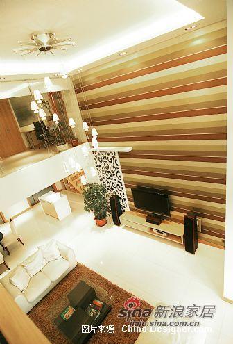 欧式 跃层 客厅图片来自用户2745758987在三代同堂15万装250平温情欧式跃层73的分享